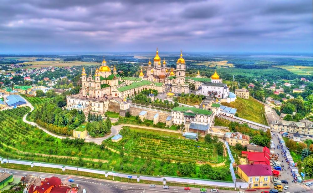 Kláštor Pochayiv Lavra na Ukrajine. EuroVelo 4. Foto: Shutterstock