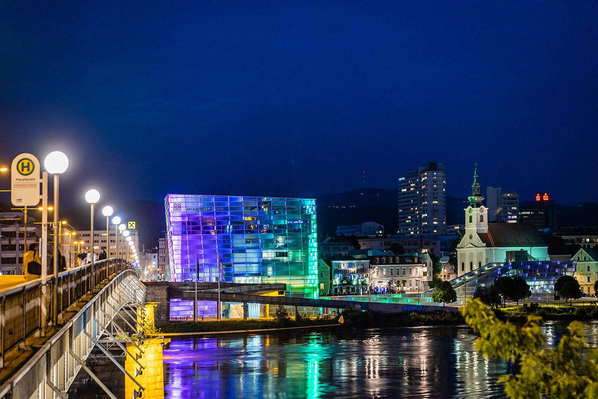 Múzeum Ars Elekctronica na brehu Dunaja