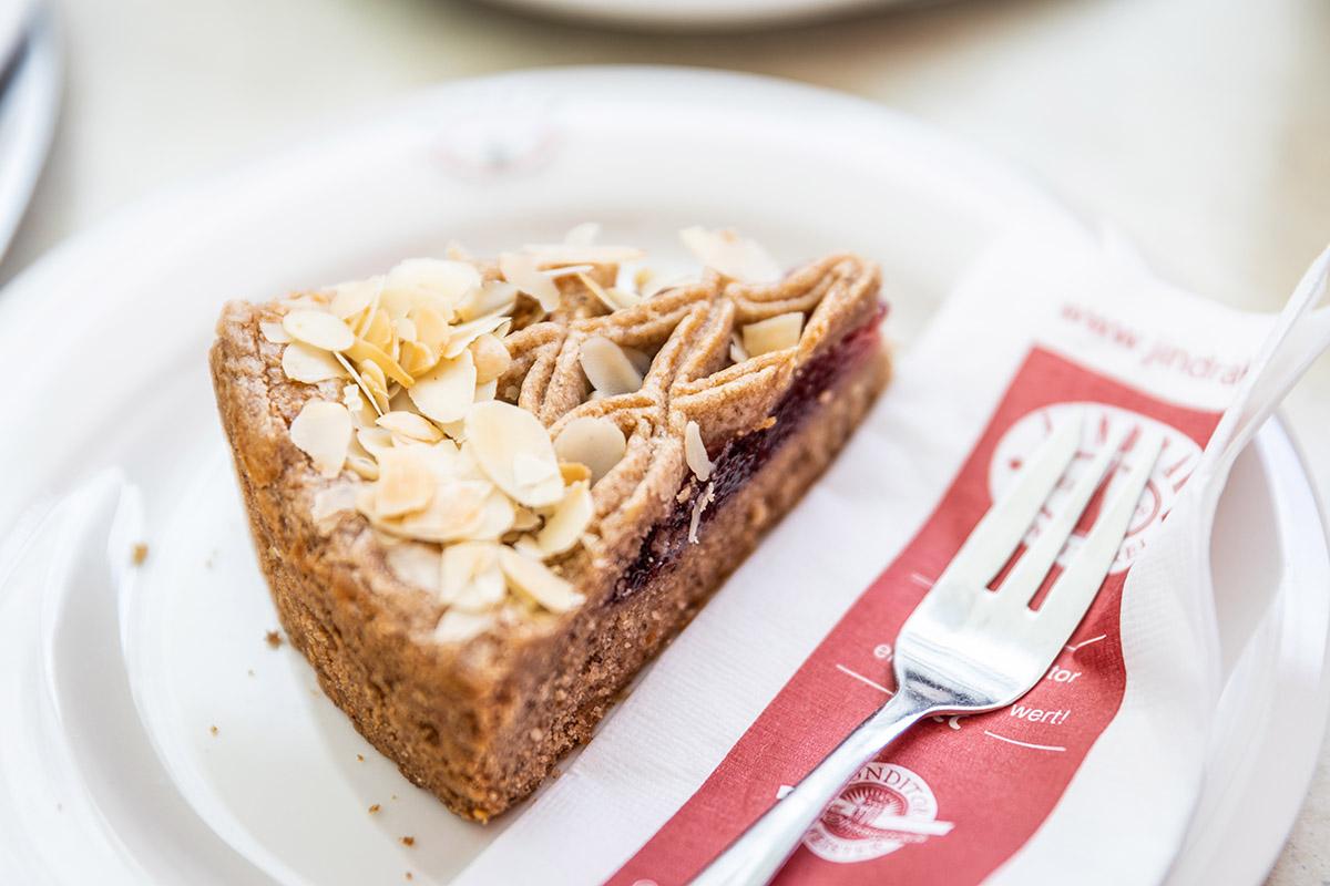 Tradičná linecká torta s ríbezľovým džemom.