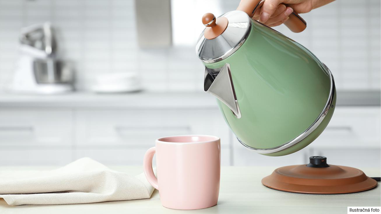 Vyčistite kanvicu kyselinou citrónovou alebo octom