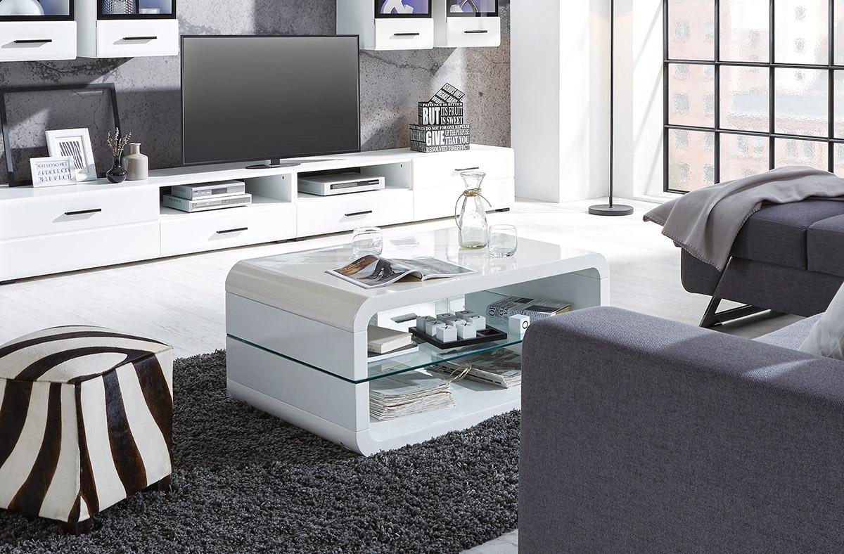 Čierna bude vždy v interiéri pôsobiť extravagantne, biela luxusne.