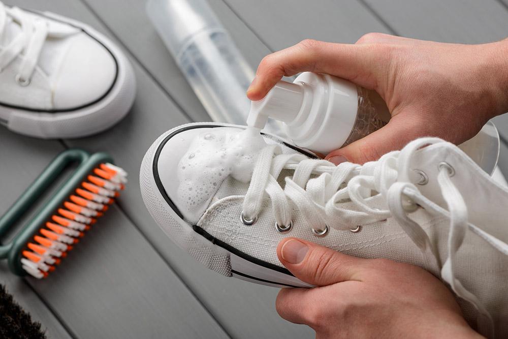 Zabúdate sa starať o svoje tenisky? Foto: Shutterstock