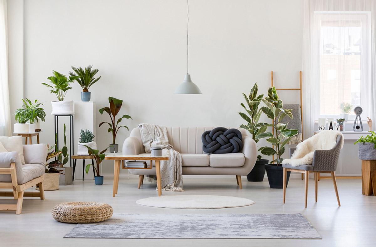 Ak chcete dosiahnuť vzdušnosť a presvetliť svoj interiér, sivú skombinujte s bielou.