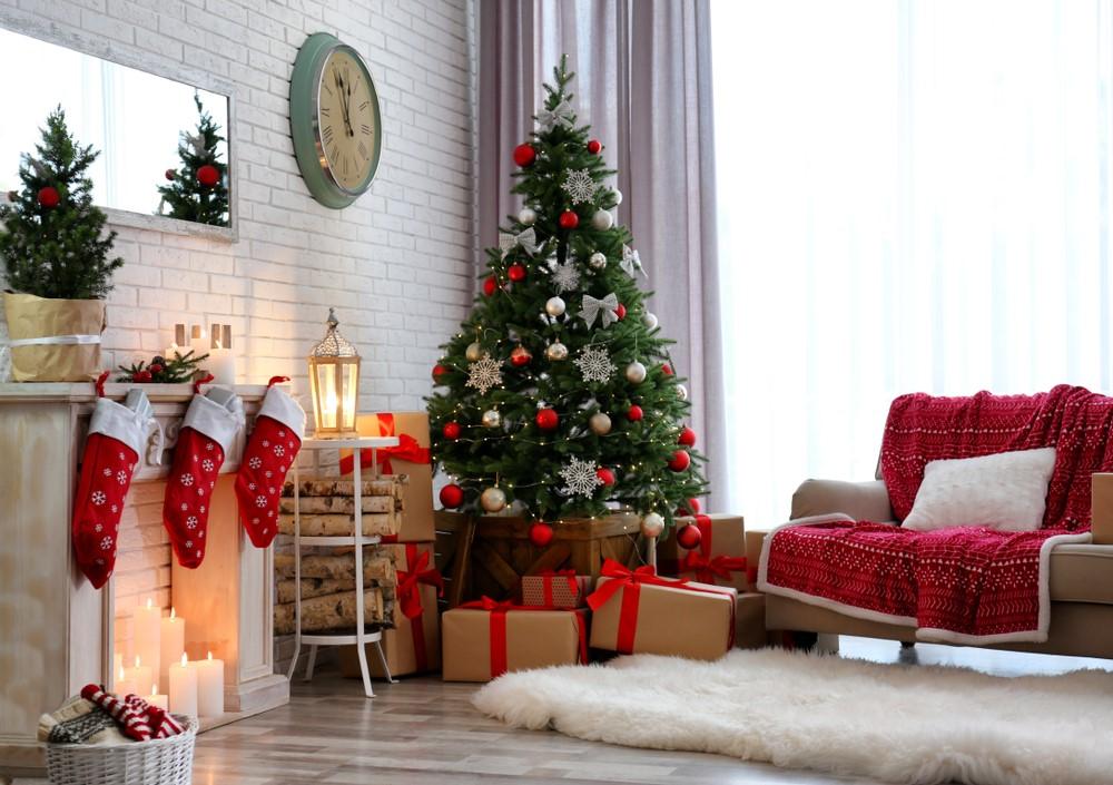 Rustikálny stromček sa hodí do miestností, v ktorých je veľa dreva.