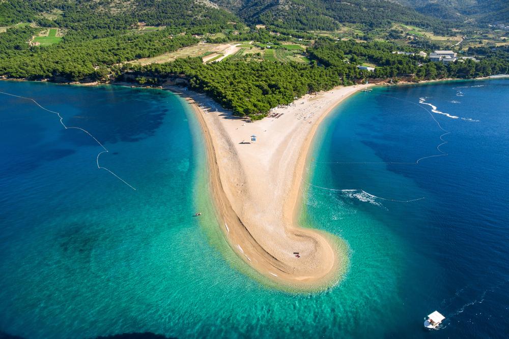 Pláž Zlatni rat je symbolom Chorvátska. Nájdete ju na pohľadniciach a prospektoch. Foto: Shutterstock