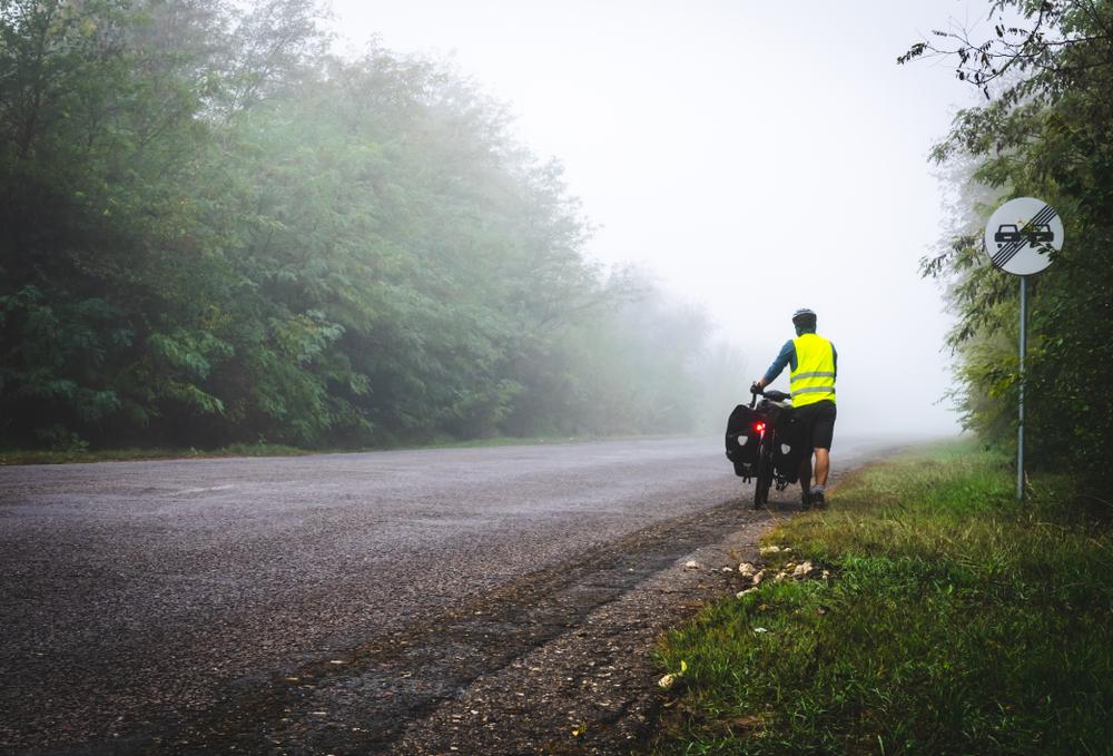 Bicyklovanie s reflexnými prvkami. Foto: Shutterstock