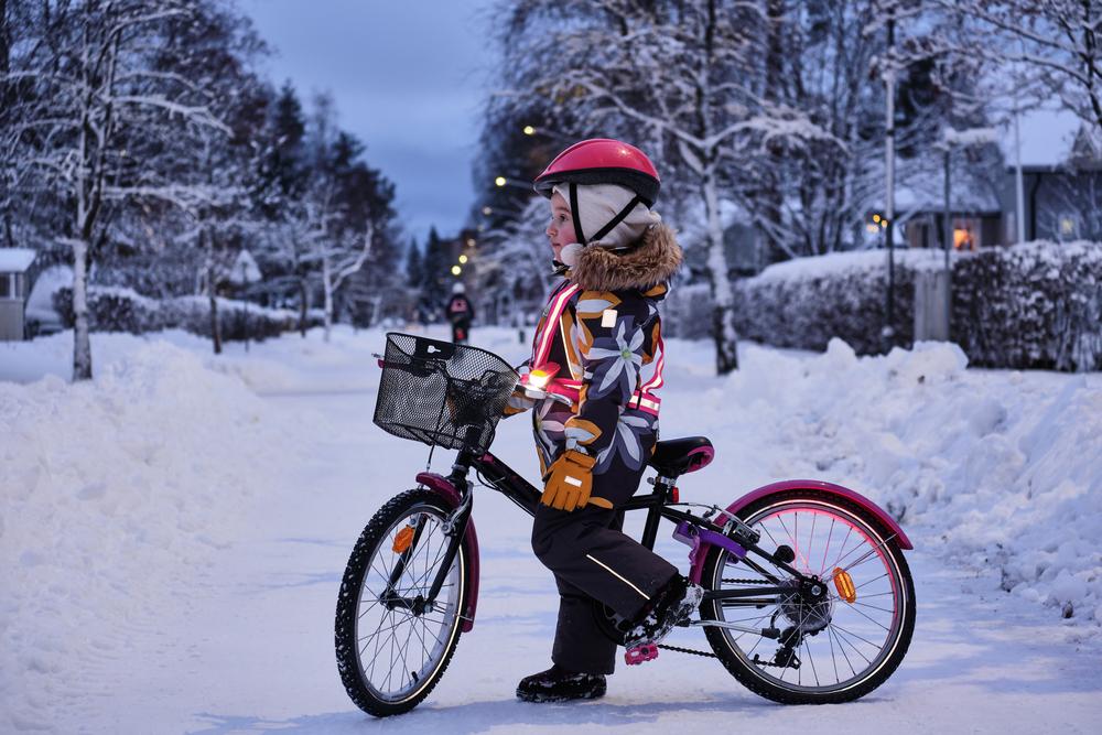 Ak bunda nemá reflexné prvky, pridajte si vlastné. Foto: Shutterstock