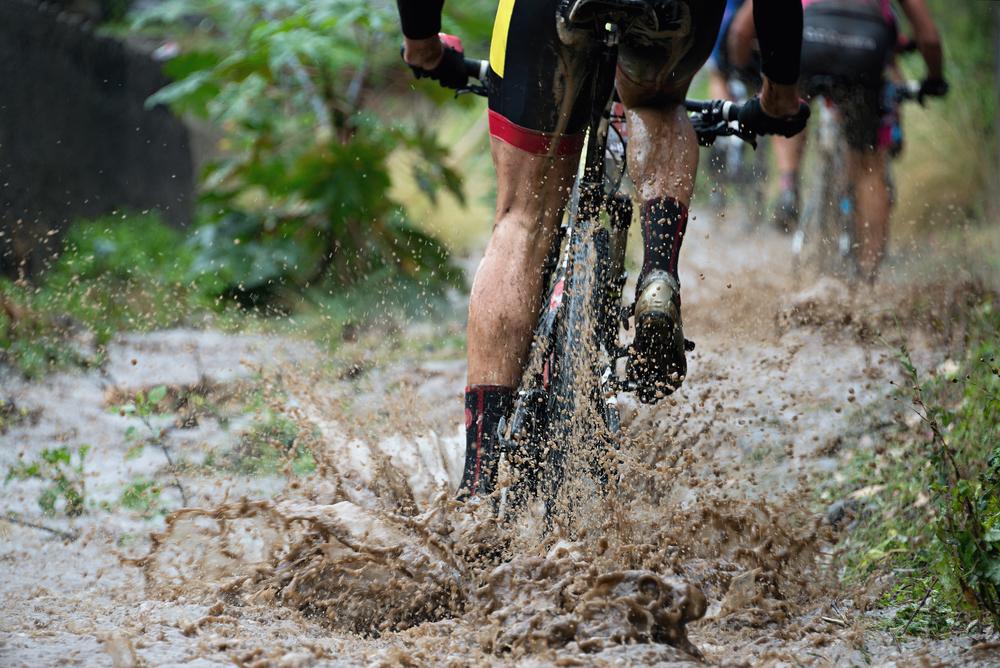 Na bicykli v zlom počasí: Ako na mláky a dážď. Foto: Shutterstock