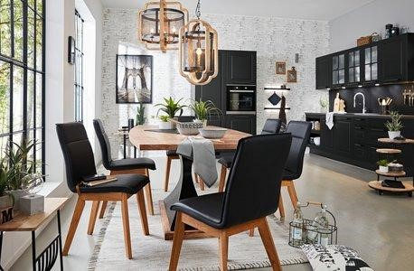 Čierna farba interiéru je dominantou moderného štýlu.