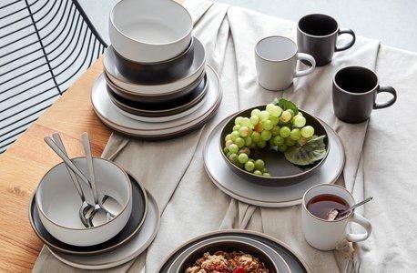 K čiernej kuchyni sa hodia čisté línie, jednoduché tvary a minimalizmus.