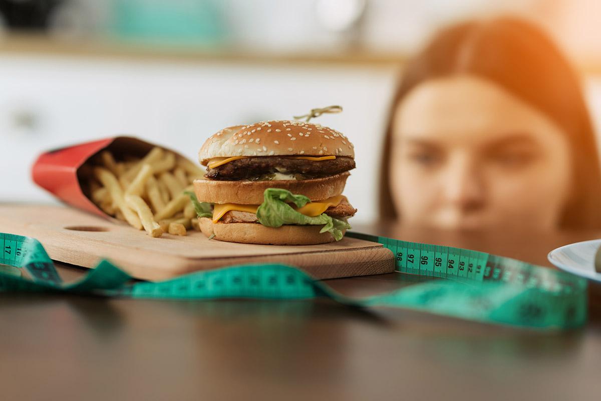 Nerozdeľujte potraviny na dobré a zlé. Dajte si to, na čo máte chuť, ale neprejedzte sa.