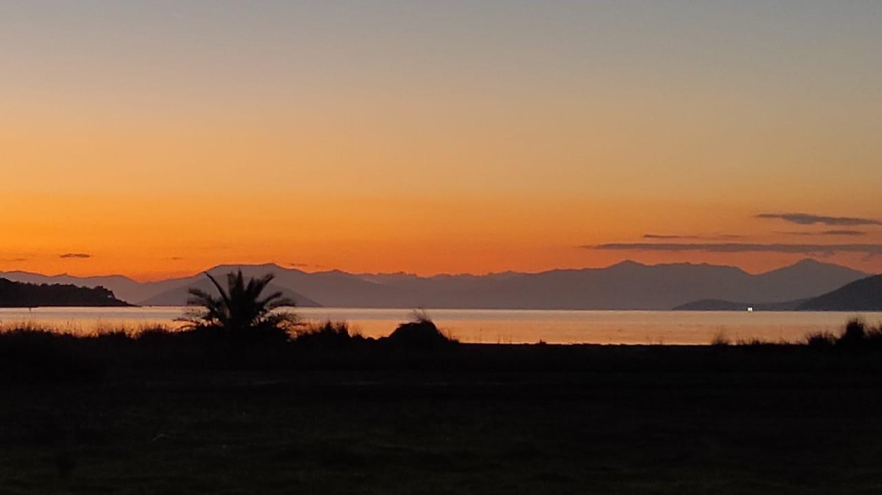 Západ slnka v Grécku.