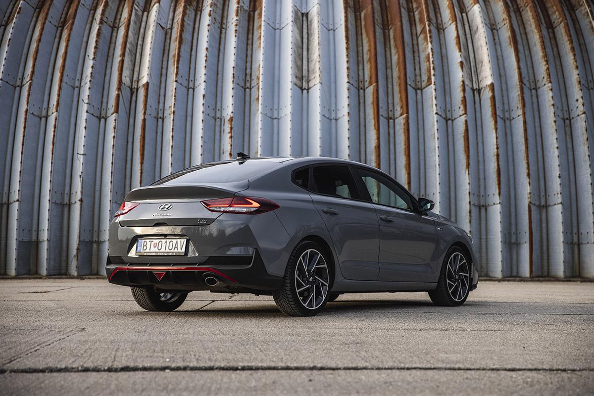 Hyundai i30 je auto aj pre bikera, presvedčte sa s nami.