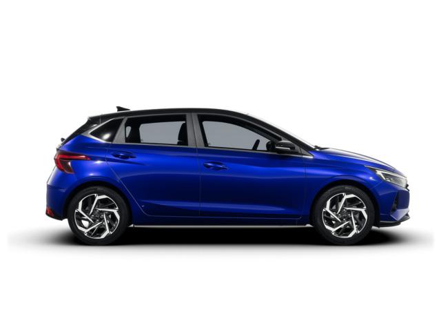 Nový Hyundai i20 v intenzívnej modrej s čiernou strechou.